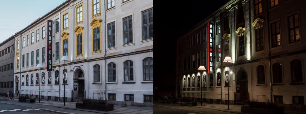 Valby Kino – dobbeltsidet vingeskilt med lys i bogstaver og kant mod vejen.